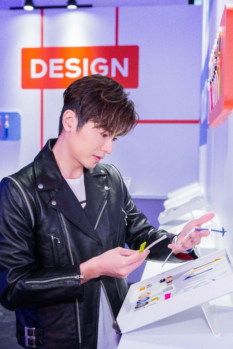 李國毅也嘗試自己當設計師,搭配出屬於個人風格的腕表。圖/Swatch提供