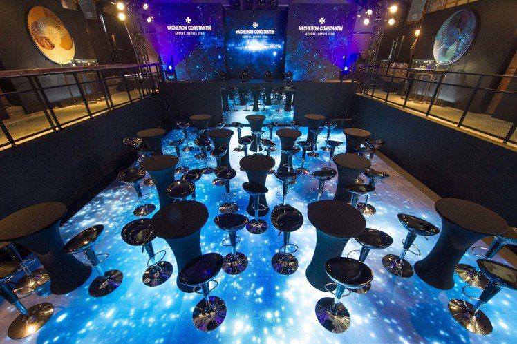 江詩丹頓的「天體力學」展覽會場,採用與世大運相同的巨型LED地板,結合現代科技展...