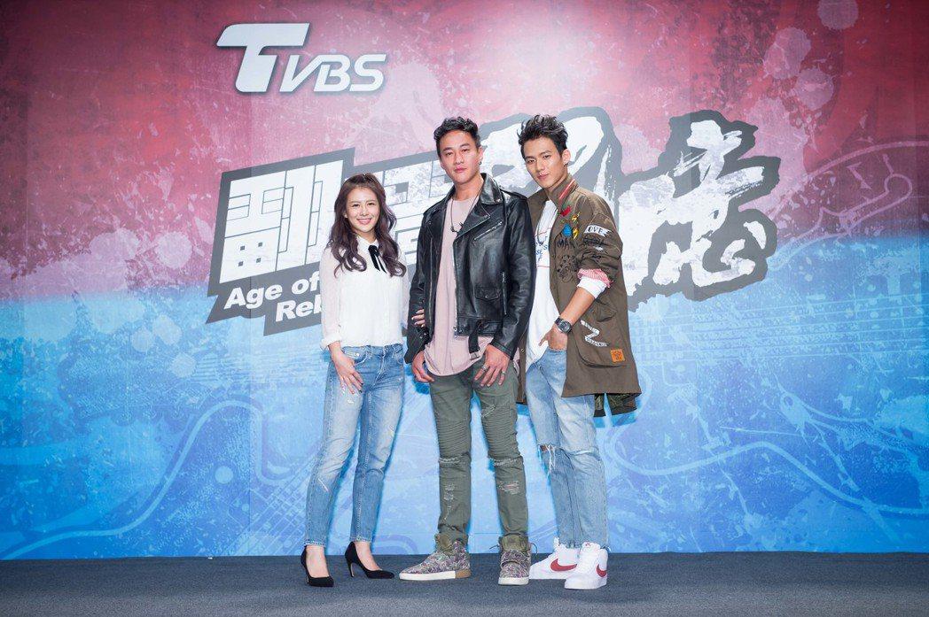 何潤東擔任「翻牆的記憶」前導片導演,由吳念軒(右)、姚亦晴演出。圖/TVBS提供