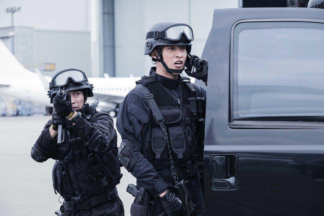 陳禕倫在「最好的選擇」中演出搶救人質一幕。圖/緯來提供