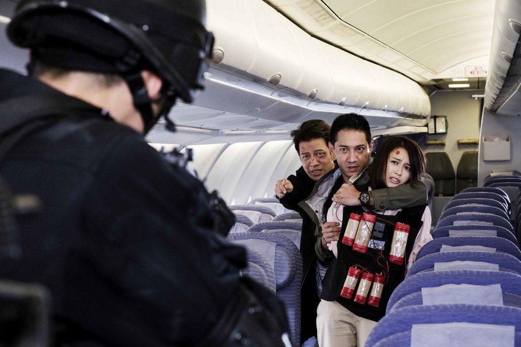 袁艾菲在「最好的選擇」戲中演出遭劫機狹持戲份。圖/緯來提供