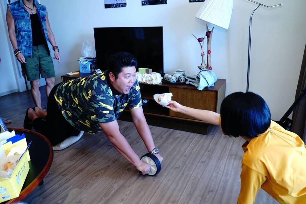 哈孝遠拍新戲「實習醫師鬥格」,承諾收視若破3,將減重20公斤。圖/民視提供
