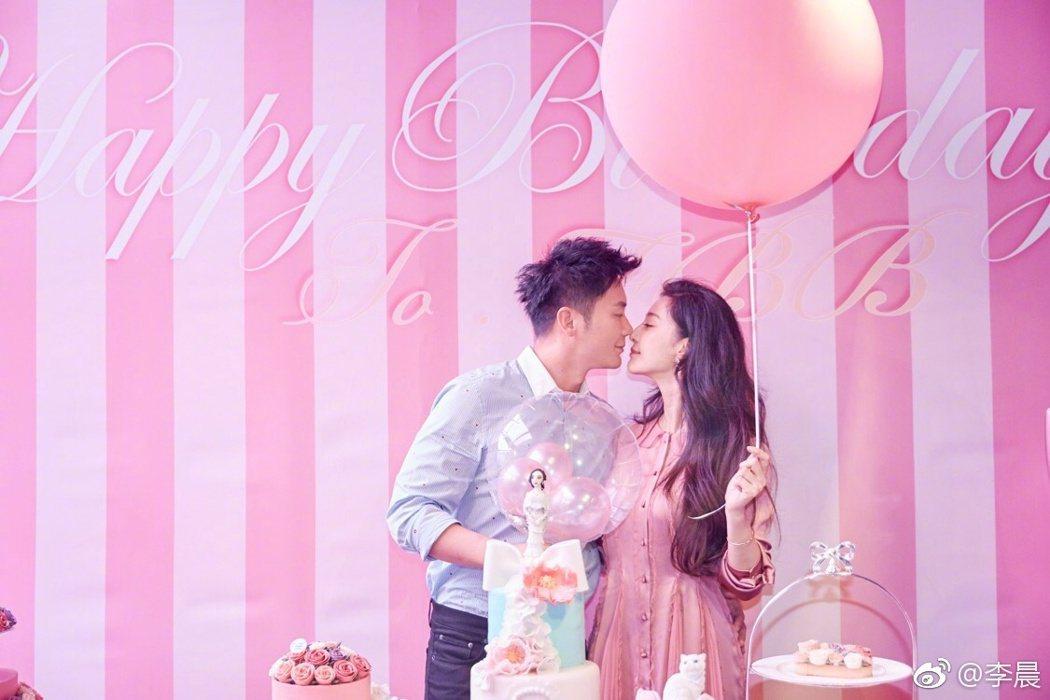 李晨(左)向范冰冰求婚成功。圖/摘自李晨微博