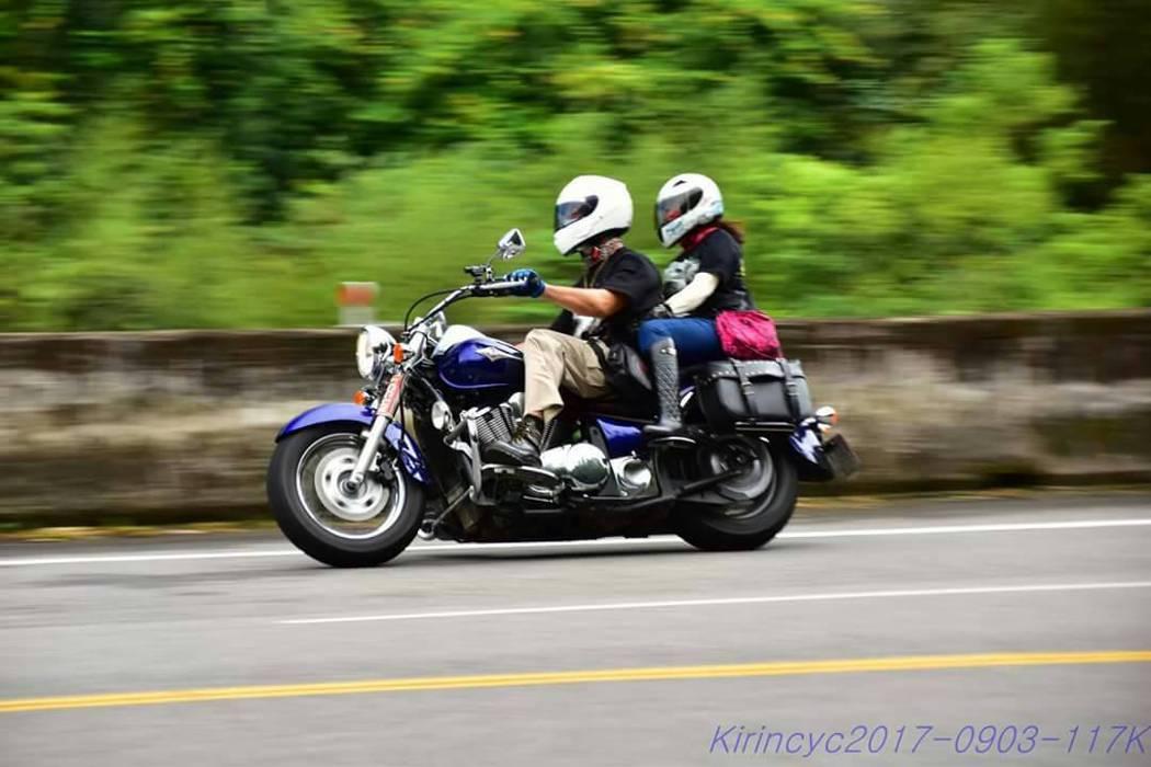 重機車友小程與妻子騎重機出遊,感情越騎越好。 照片/車友小程提供