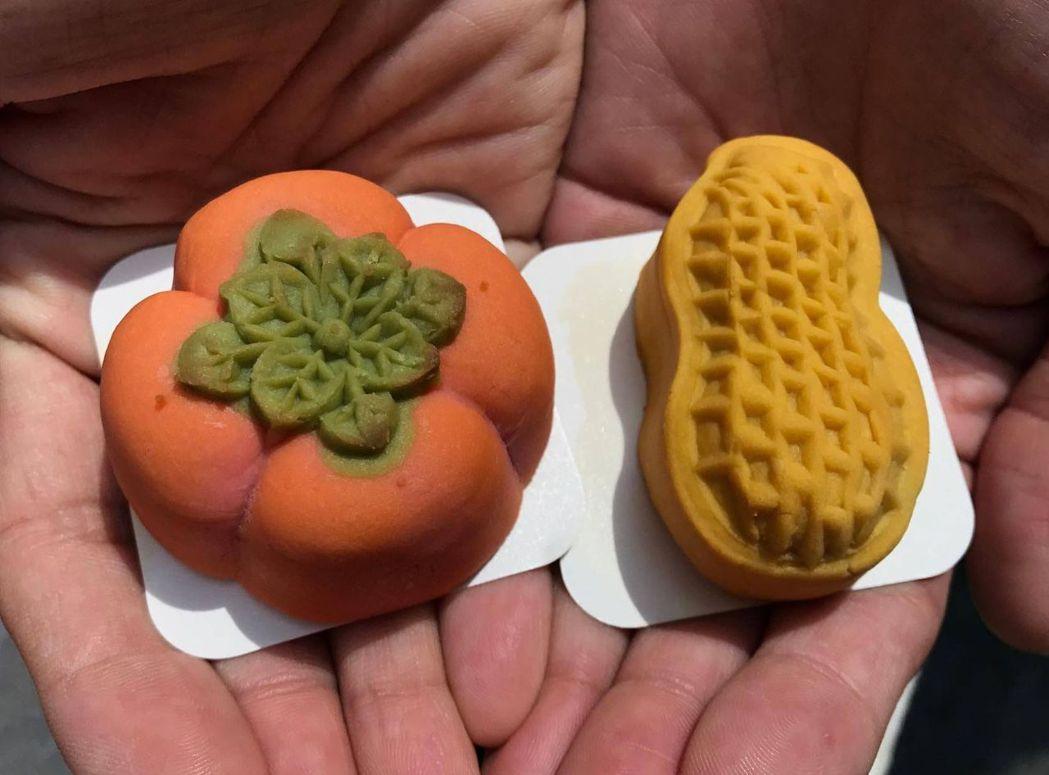 台中市票選10大伴手禮,有糕餅業者製作維妙維肖的柿子、花生造型的糕餅,取諧音「好...