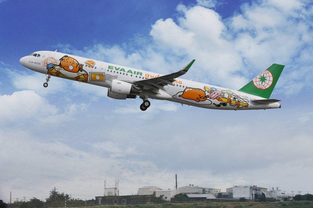 颱風泰利侵襲日本,長榮航空、中華航空和台灣虎航今天都公布航班取消資訊。圖/長榮航...