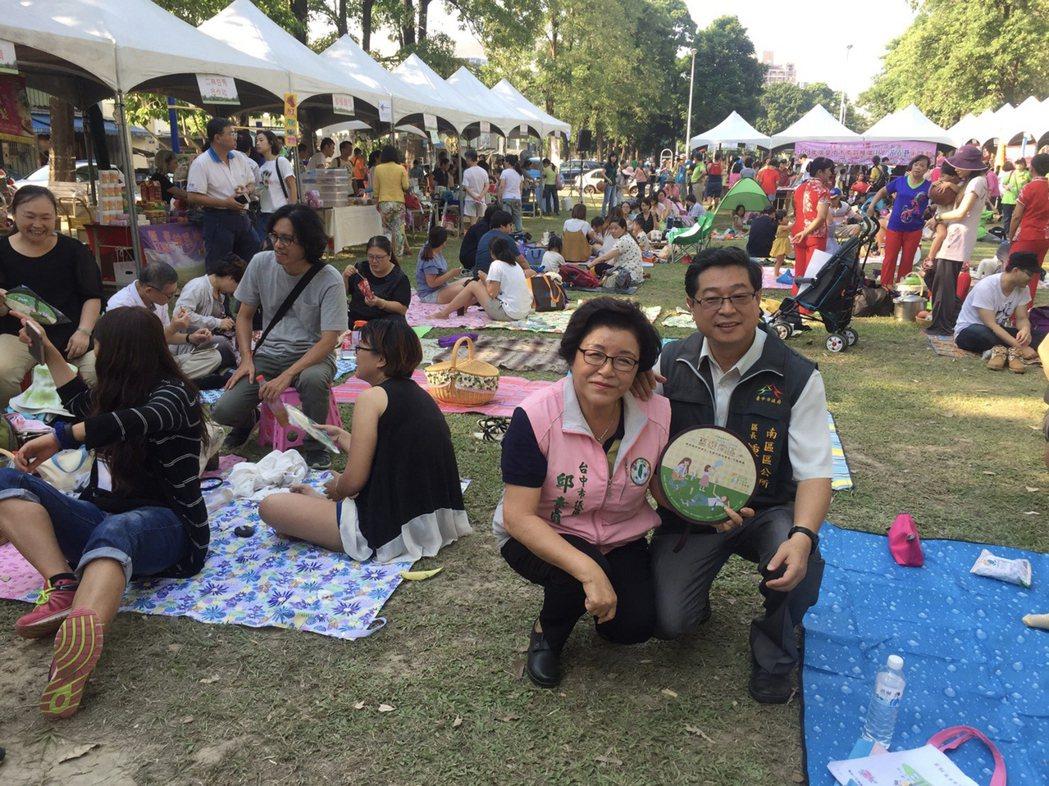 為2018台中花博暖身,台中市南區公所16日在復興園道舉辦共享樂活野餐活動,吸引...