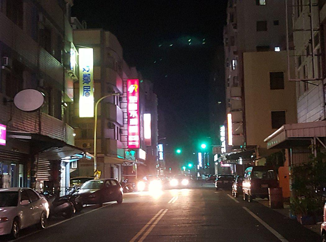 澎湖本島16日晚間路燈幾乎全部熄燈,台電澎湖區處全力搶修,先以手動強制方式輸送供...