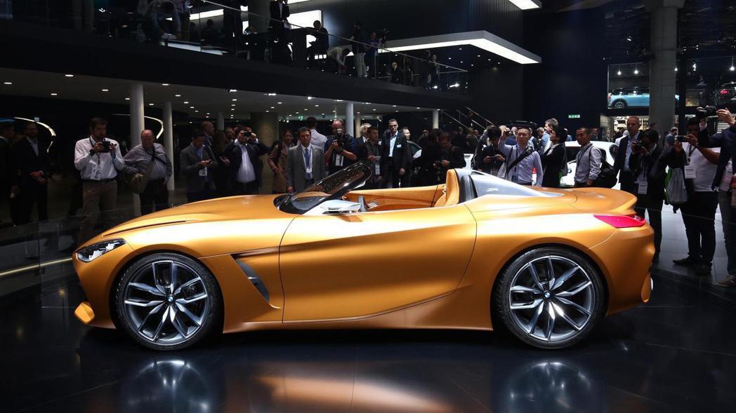 BMW Concept Z4 車側。 摘自BMW
