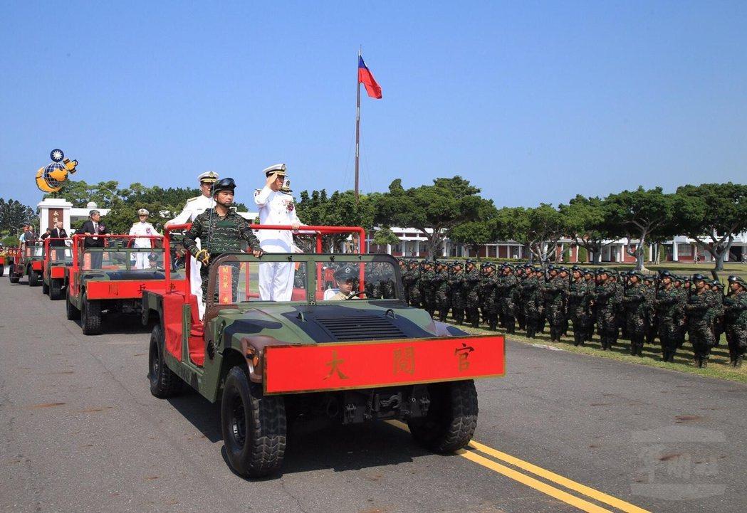 參謀總長李喜明主持陸戰隊70周年慶,校閱部隊。 圖/軍聞社