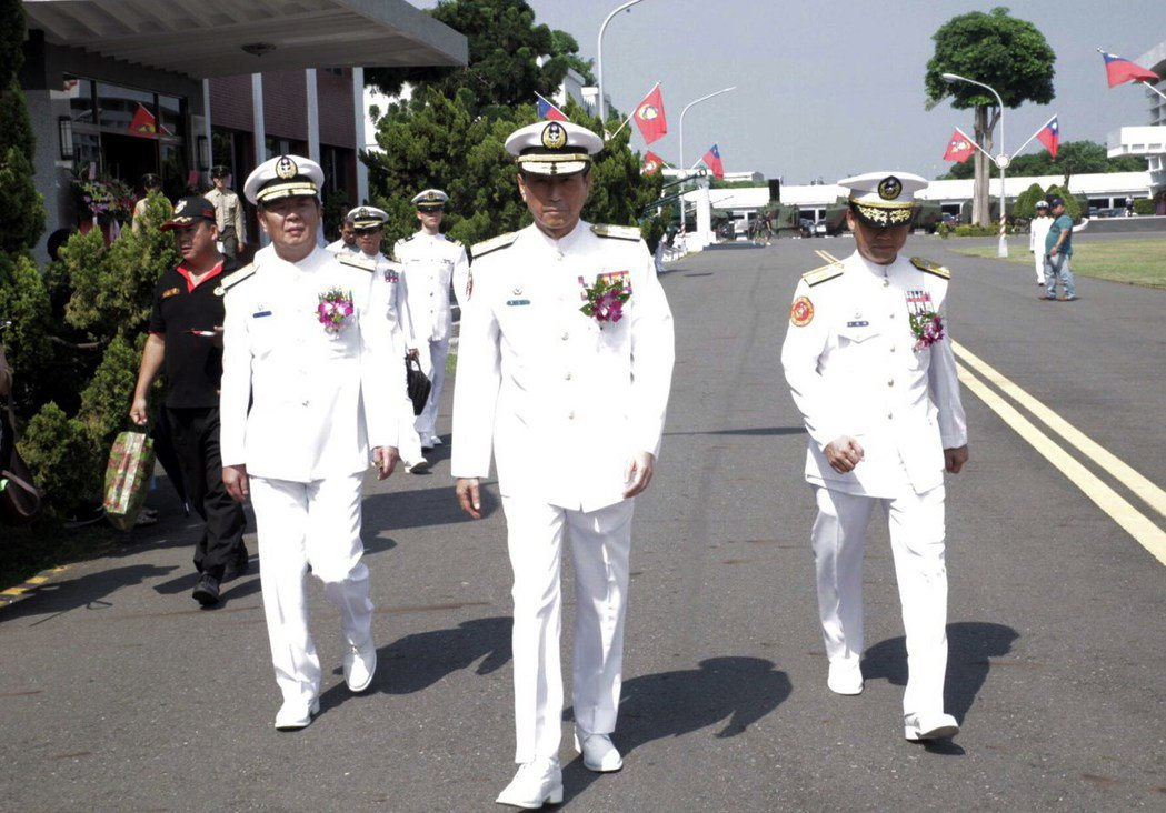 參謀總長李喜明(中)今天在海軍陸戰隊隊慶,表示海軍陸戰隊不會成為「第二陸軍」。記...