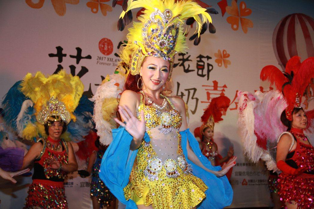 宜蘭不老節今天開幕,森巴舞掀高潮。記者羅建旺/攝影