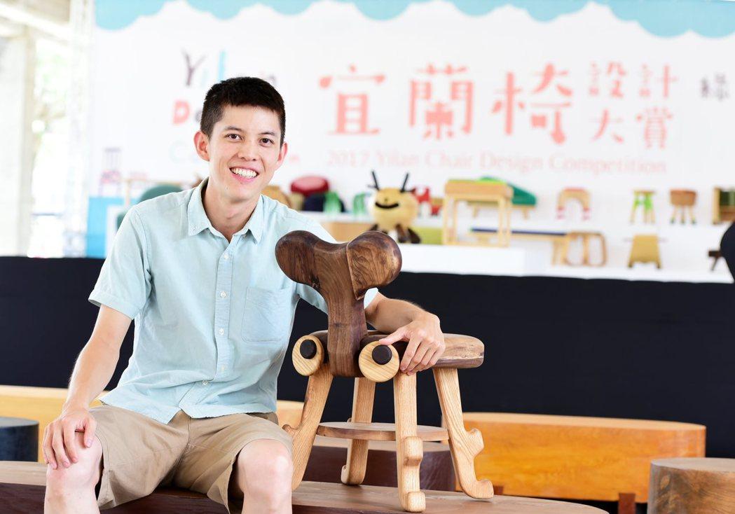實利組銀牌作品《甲仙小凳》,設計師張凱揚藉由《甲仙小凳》,反省保育觀念。圖/宜蘭...