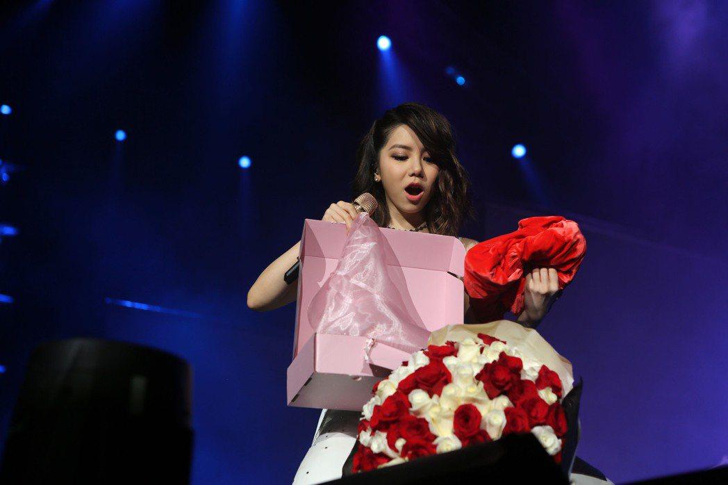 鄧紫棋「Queen of Hearts」回到香港,有歌迷求婚。圖/蜂鳥音樂提供
