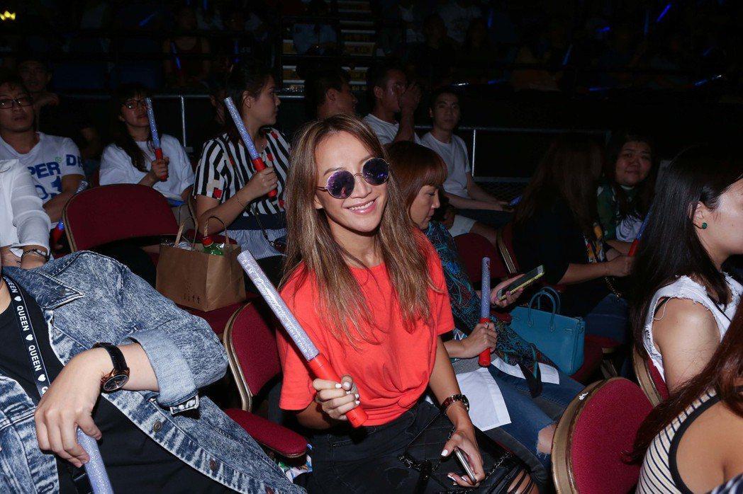 鄧紫棋「Queen of Hearts」回到香港,CoCo也來觀賞。圖/蜂鳥音樂...