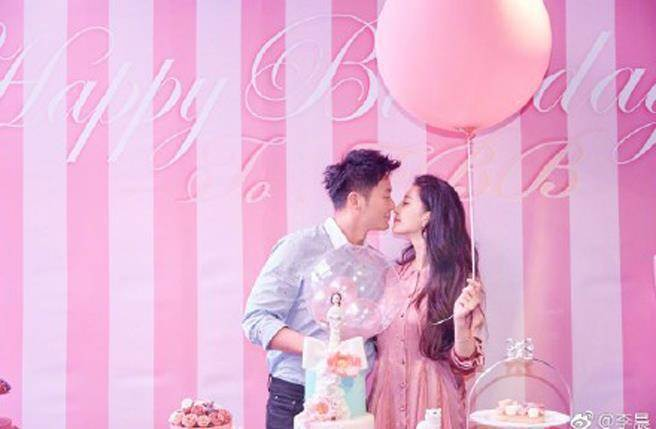 李晨(左)為女友范冰冰(右)辦生日趴,並當場求婚成功。圖/摘自微博