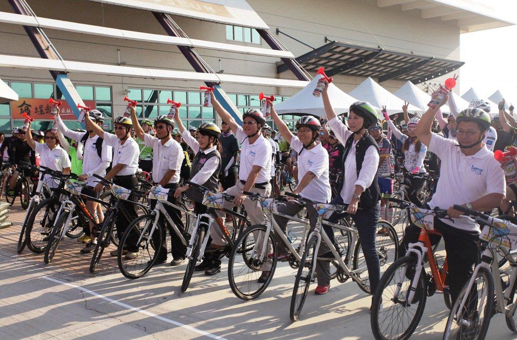 台灣自行車節吸引大批遊客參加。圖/雲嘉南濱海國家風景區管理處提供