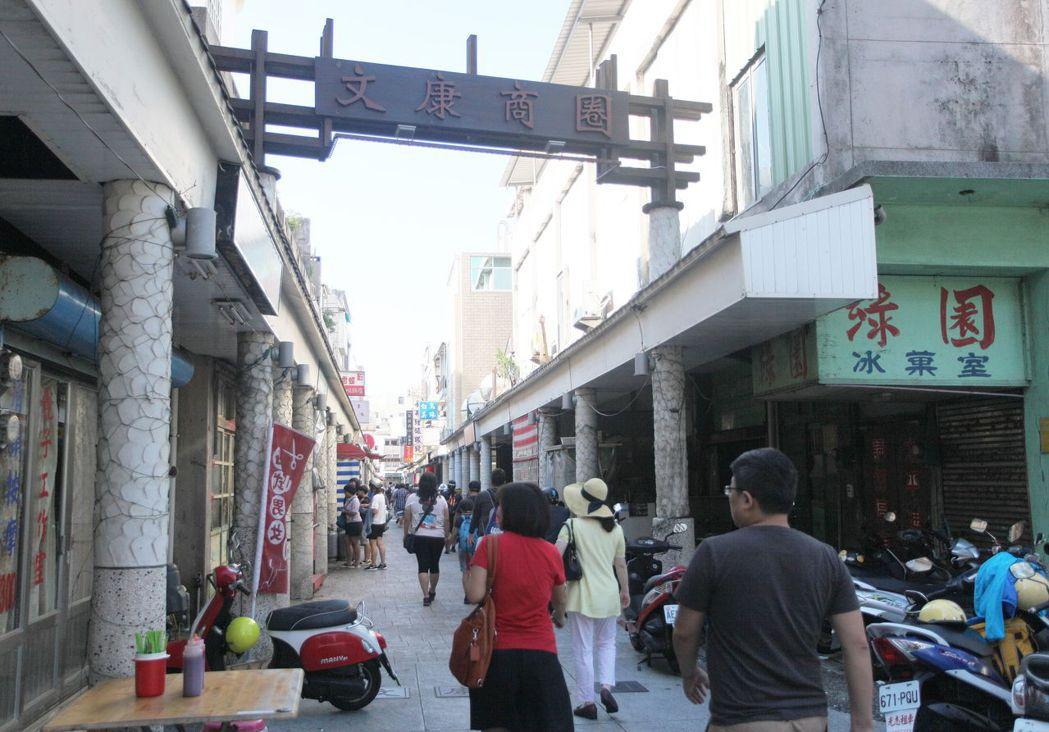 澎湖文康商圈是有名的早餐街,選擇多元,排隊是家常便飯。記者劉學聖/攝影