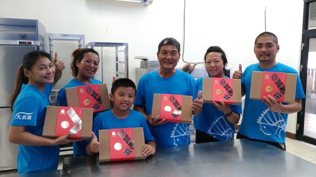 「日光小林」社區製作的薑黃酥已經開賣,居民利用先祖早年賴以溫飽的薑黃,復振屬於「...