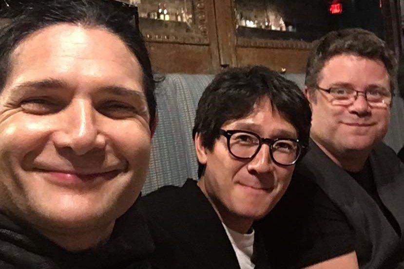 柯里費爾曼(左起)、關繼威與史恩奧斯汀近日再度重聚餐敘。圖/摘自Instagra