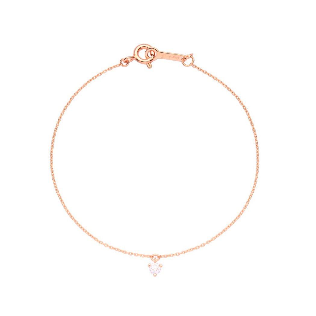 Le Diamant系列將鑽石點綴在細手鍊和項鍊上,一小顆鑽石就能為日常穿搭妝點...