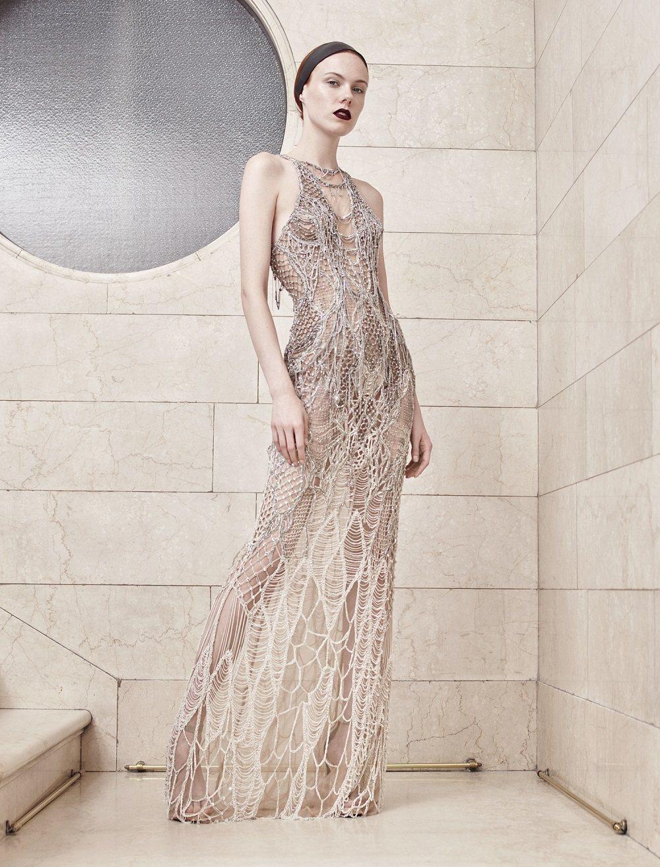 Atelier Versace秋冬鏤空珠串鑲嵌禮服。圖/Versace提供