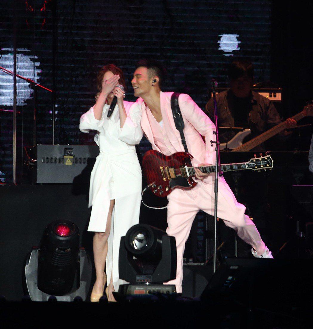 李榮浩昨天在台北小巨蛋開唱,女友楊丞琳到場站台。記者陳瑞源/攝影