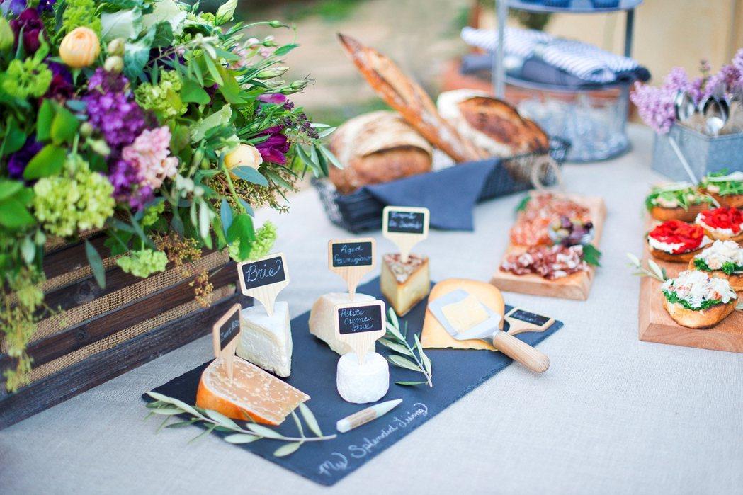 美麗植物、新鮮食材,是美食照片中最好的配件。圖/Crate and Barrel...