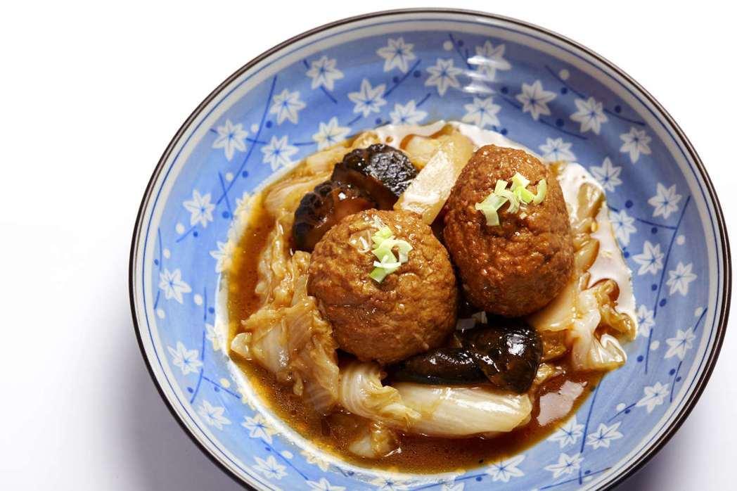 WOK臥風閣的雙人套餐,可從獅子頭等30項料理中自選12道。圖/WOK臥風閣提供
