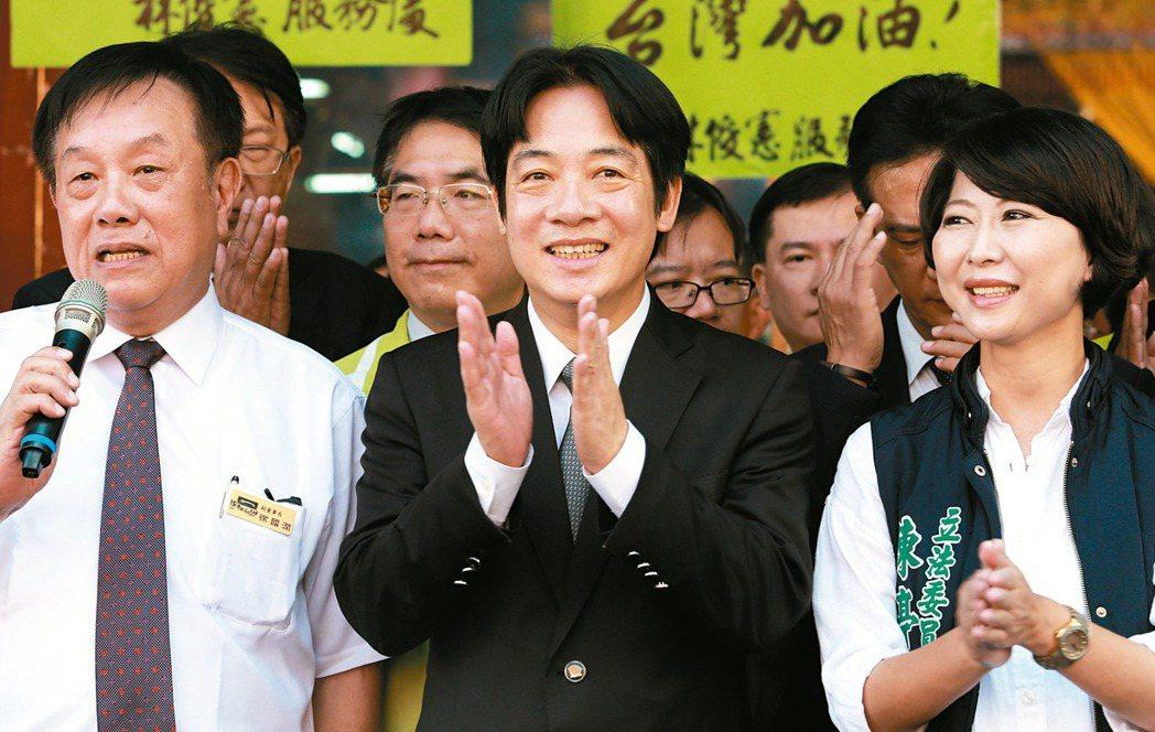 行政院長賴清德(中)上任後首度回到台南,昨天到天壇天公廟參拜。 記者劉學聖/攝影