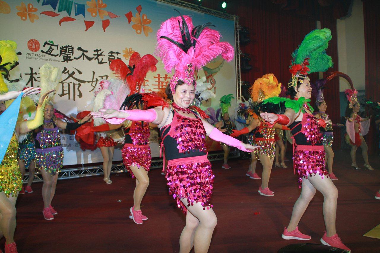 宜蘭不老節昨開幕,森巴舞掀高潮。記者羅建旺/攝影 羅建旺