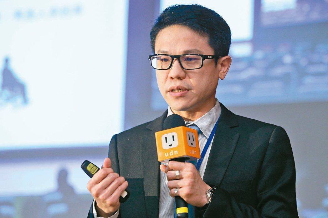 全球人壽商品部助理副總經理鄭中安。 記者林伯東/攝影