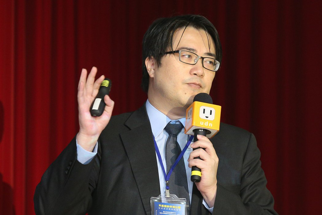 聯合報系願景工程十六日在張榮發基金會舉辦「不長照的幸福台灣:安老資源聰明配論壇」...