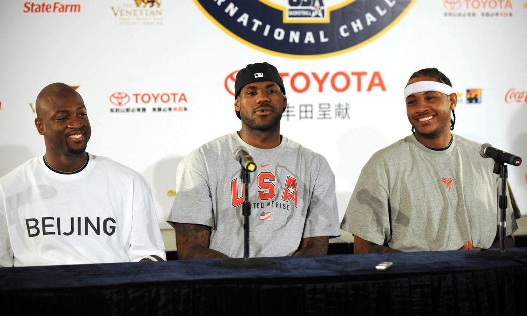 詹姆斯(中)、安東尼(右)與韋德,均是2003年選秀球員。 新華社(2008年資...