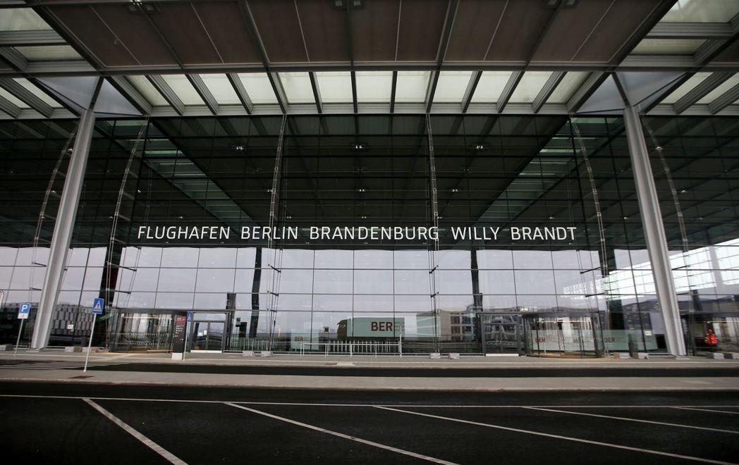 柏林布蘭登堡機場遲遲無法啟用,已淪為民眾譏諷政府的笑柄。 (路透)