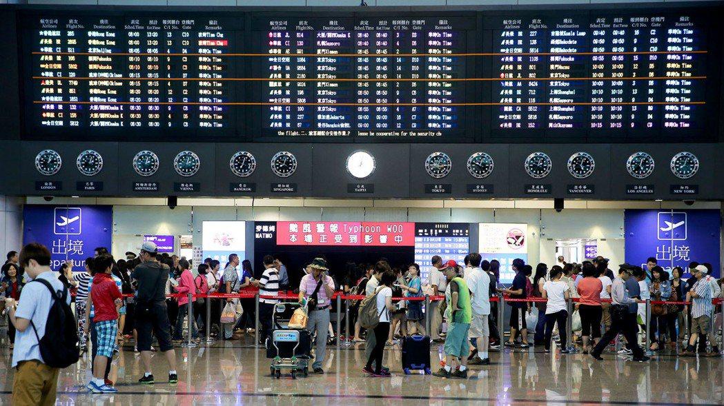 出國遇到班機延誤,若符合理賠條件,接獲通知後須兩年內申請理賠。 聯合報系資料照/...