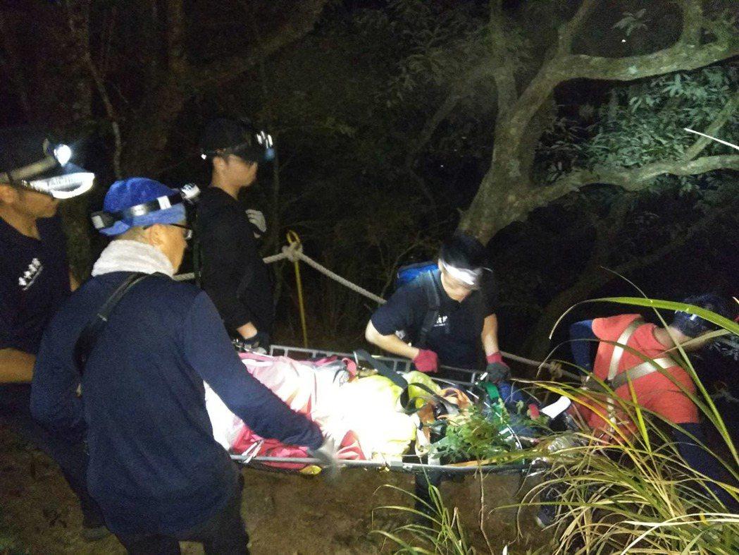 台中市和平區波津加山16日下午傳出登山客墜谷意外,消防局申請空勤直升機前往救援,...