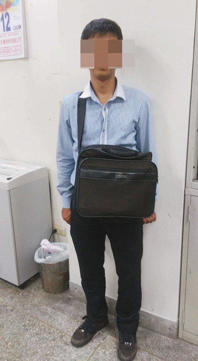 苗栗警分局17日指出,台中市47歲林姓男子(圖)經常穿著襯衫、西裝褲及皮鞋,外型...