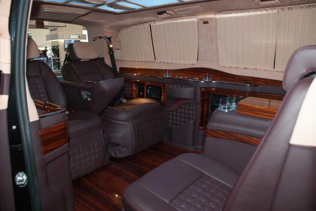 土耳其豪華改裝品牌Dizayn VIP車內空間十分豪華。記者林昱丞/攝影