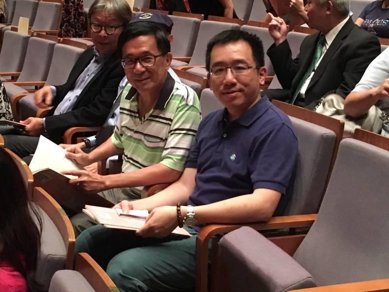 民調顯示,認為前總統陳水扁(中)沒有受到公平審判的綠營支持者降了4%。(右為凱達...
