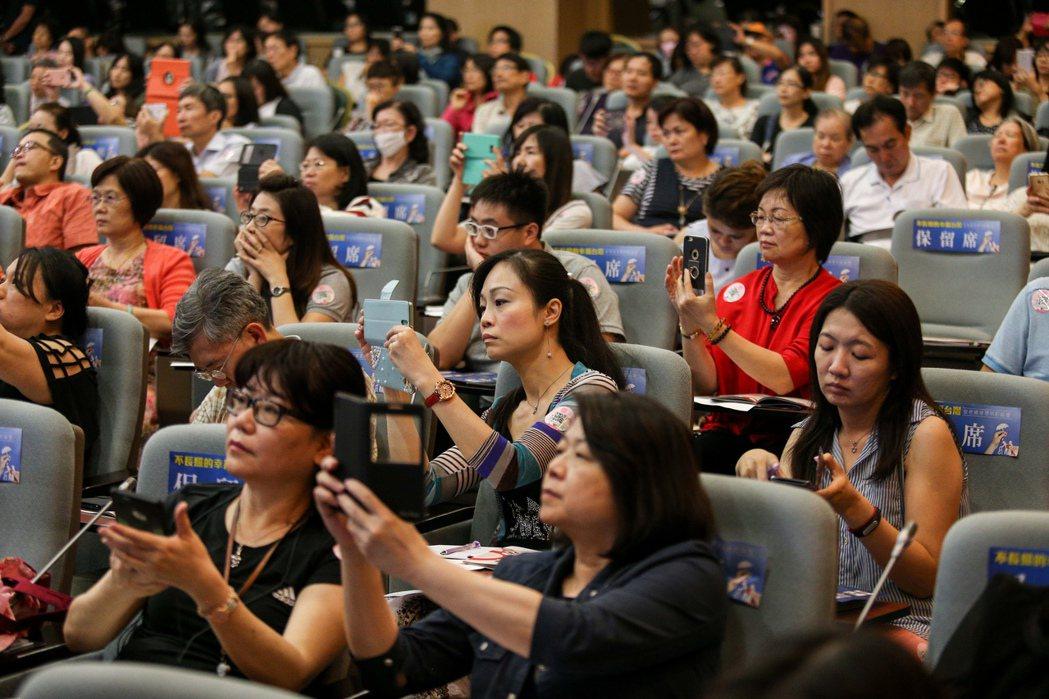 聯合報系願景工程昨天在張榮發基金會舉辦「不長照的幸福台灣:安老資源聰明配論壇」,...