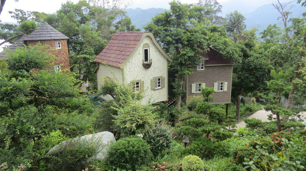 蘇維拉樹屋民宿的造型,有一種置身森林中的FU。記者范榮達/攝影
