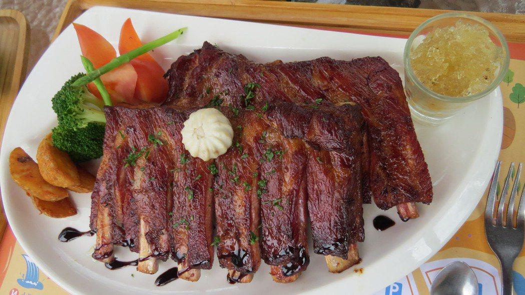 豬肋排是蘇維拉的主廚招牌,搭配特製的薄荷凍對味。記者范榮達/攝影