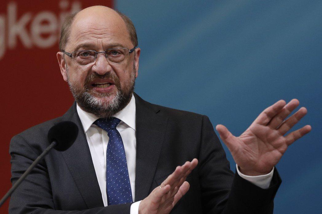 德國社會民主黨黨魁舒茲現正挑戰總理之位,但對手是梅克爾,選戰打得辛苦。(美聯社)
