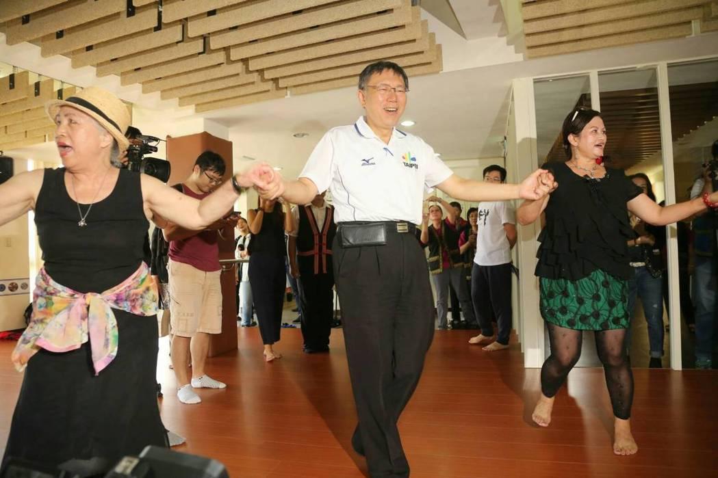 對於資深媒體人周玉蔻下辯論戰帖,台北市長柯文哲則是笑著表示「那個還好啦」,還說「...