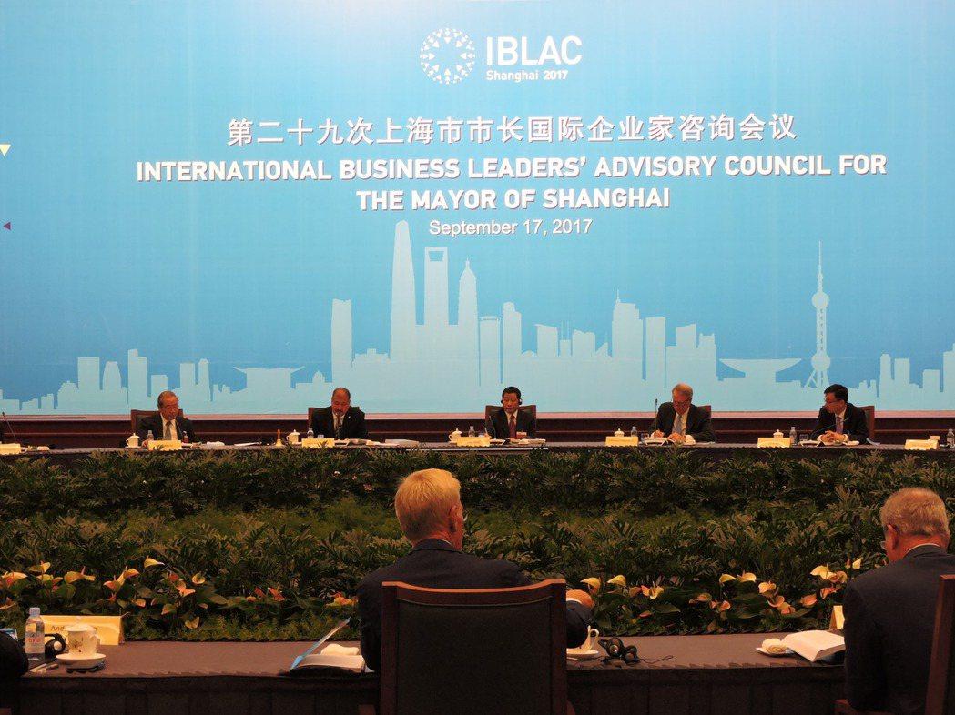 上海市長國際企業家諮詢會議17日在上海世博中心舉行,會議主題是:邁向卓越的全球城...