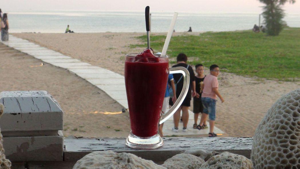 碧海藍天的澎湖,讓人心曠神怡,是度假勝地。記者王慧瑛/攝影