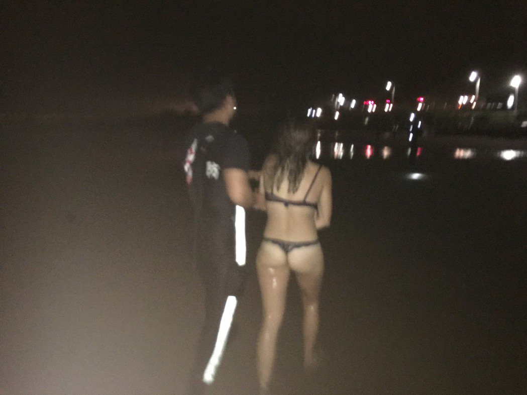 女子被發現時全身僅著內衣褲,所幸自行游上岸沒有大礙。記者曾健祐/翻攝