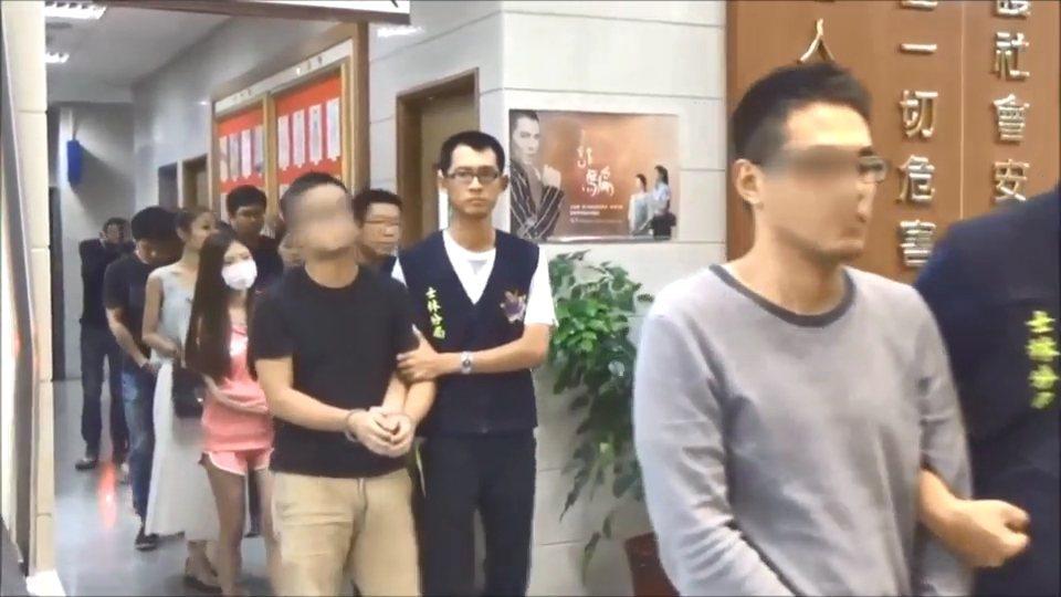 警方依毒品罪嫌移送林、現任女友等人至地檢署。記者林孟潔/翻攝