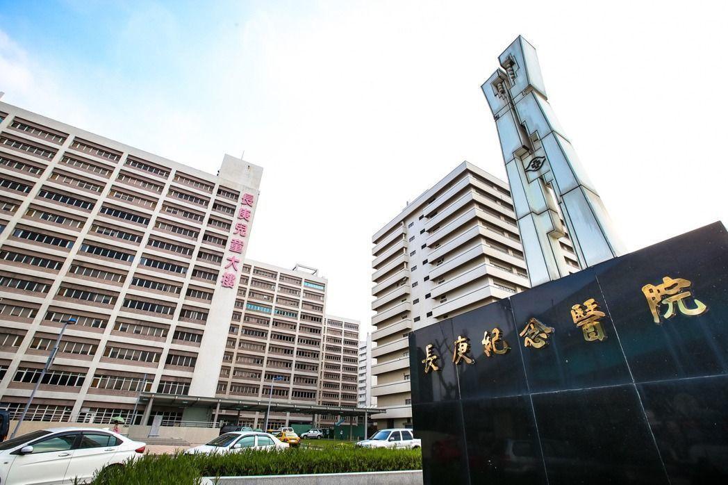網友爆料,指控長庚醫院某位婦產科醫師人不在國內,長庚的內部系統中卻登載進行手術。...